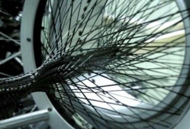 VIDEO: Lexus prezinta noua tehnologie de tesut fibra de carbon
