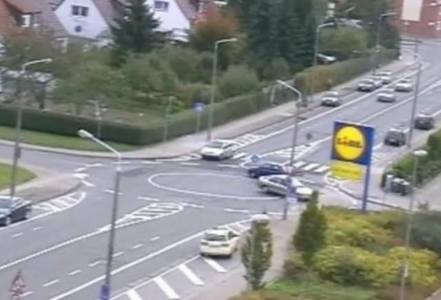 VIDEO: Germanii nu inteleg sensul giratoriu