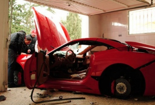 VIDEO: Ferrari California distrus in Tunisia