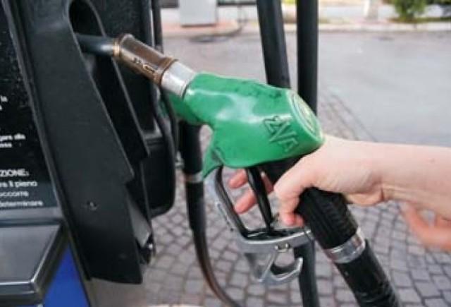 Rompetrol reduce preturile carburantilor cu 3 bani/litru