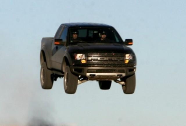 VIDEO: Puternicul Ford F-150 SVT Raptor in actiune