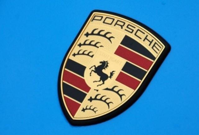 Porsche va prezenta la Geneva un nou model hibrid