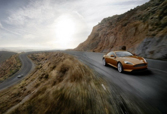 Geneva preview: Aston Martin Virage Coupe si Volante
