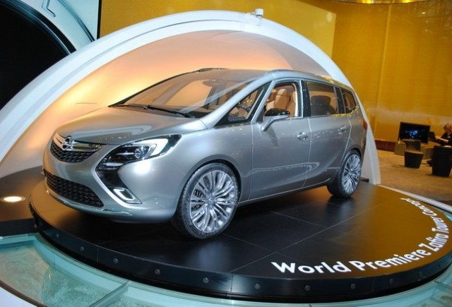 GENEVA LIVE: Conceptul Opel Zafira Tourer