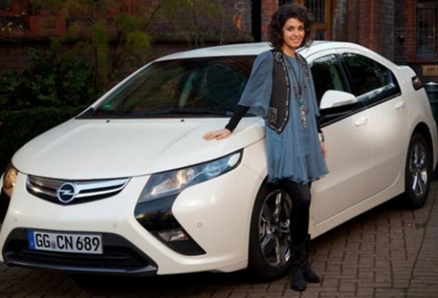 Ia-ti cadoul de la Opel si Katie Melua!