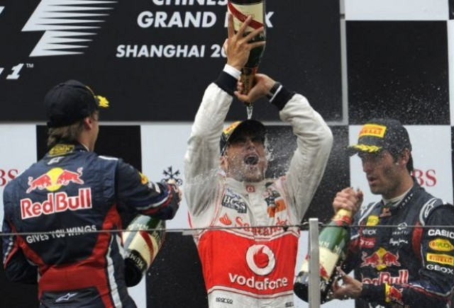 Hamilton castiga in China, Vettel ramane primul la general