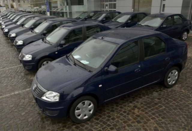 Dacia livreaza 102 vehicule Bancii Comerciale Romane