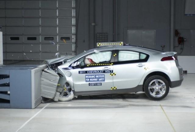 Chevrolet Volt si Nissan Leaf sunt cele mai sigure vehicule electrice, potrivit IIHS.