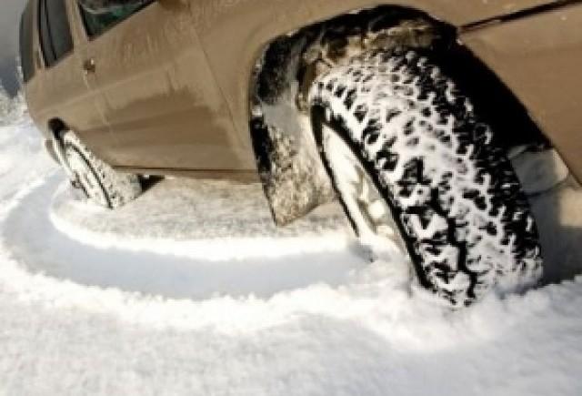 Ordonanta privind obligativitatea anvelopelor de iarna, adoptata de Senat