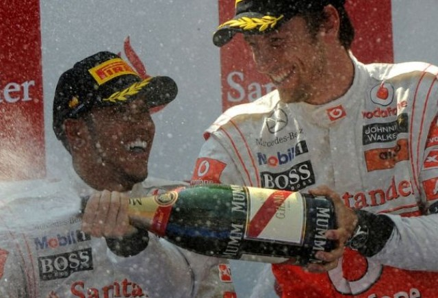 Hamilton, Button si Webber scapa doar cu avertismente