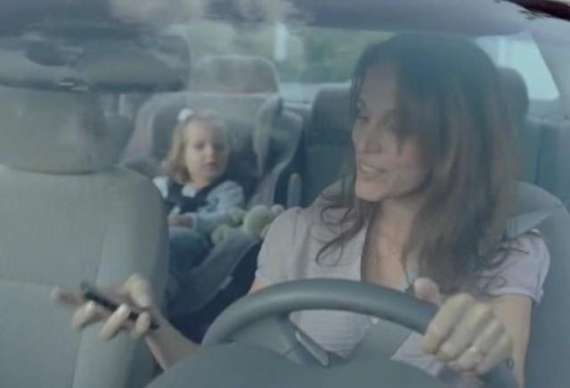 Video: BMW intra in cruciada  împotriva neatenţiei la volan