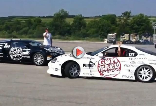 Curajoasa Toyota  făcându-i curte unui  Bugatti Veyron
