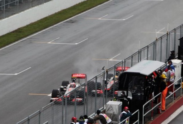 Button scapa fara penalizari si ramane castigator al cursei de la Montreal