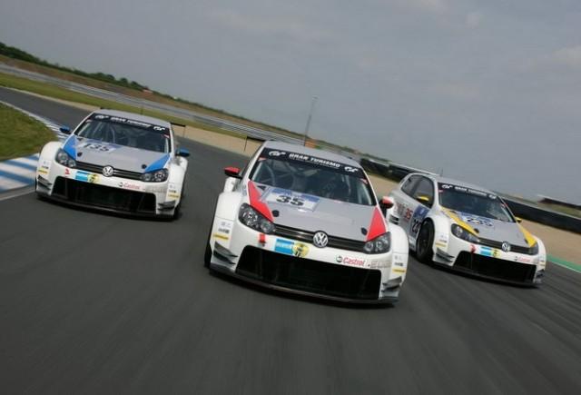 VW aliniază trei Golf-uri şi două Scirocco la Nürburgring