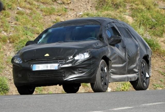 Peugeot testează în aer liber modelul 508