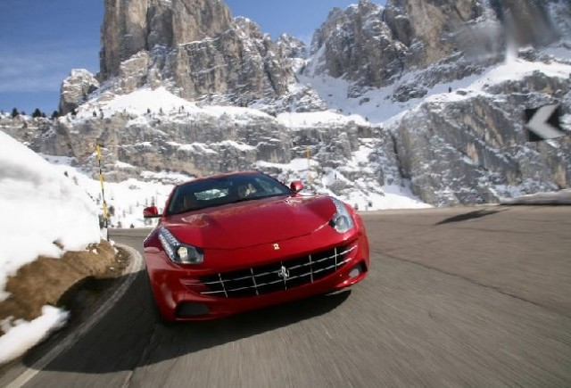 VIDEO: Tiff Needell la volanul unui  Ferrari FF