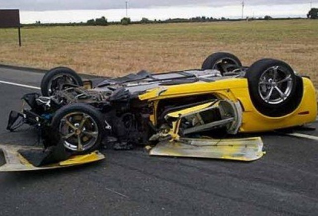 Un Corvette Grand Sport decapotabil distrus intr-un accident oribil