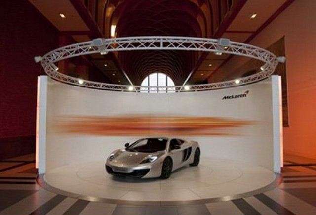 VIDEO:  McLaren deschide primele showroom-uri in Germania