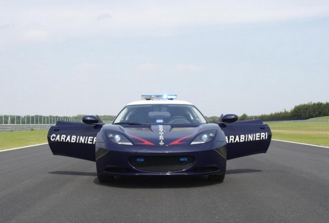 Carabinierii italieni au primit masini Lotus Evora S