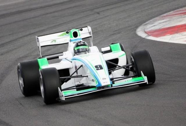 Marinescu, nevoit sa abandoneze in prima cursa de la Brands Hatch