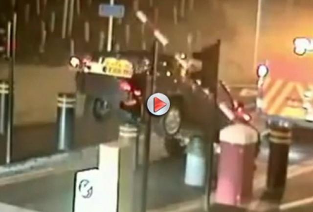 VIDEO: O camioneta de remorcare a ramas fara masina tractata