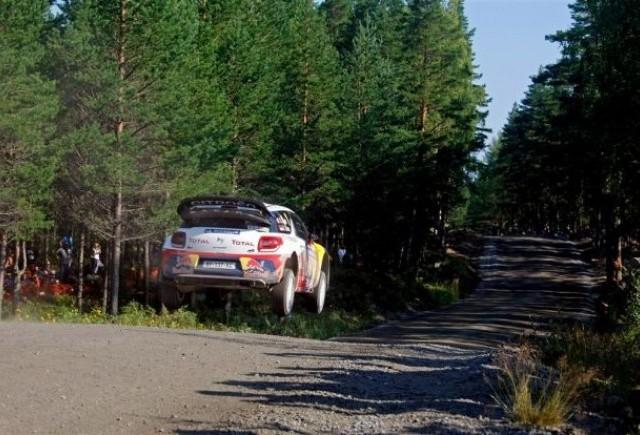 Loeb conduce la o distanta minima Raliul Finlandei dupa doua zile