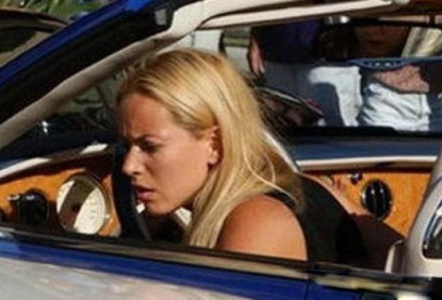 O blonda la volanului unui Bentley a lovit patru masini scumpe in Monaco