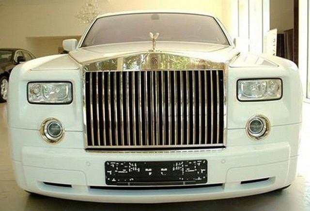 5 milioane de lire pentru un Rolls-Royce Phantom EWB