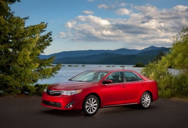OFICIAL: Toyota Camry - imagini si preturi