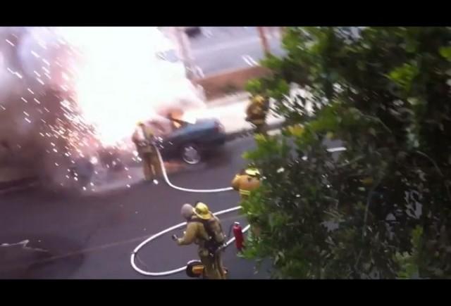 VIDEO: Un pompier mai tare ca o explozie