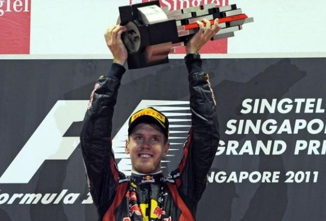 Vettel castiga in Singapore, dar titlul se joaca inca