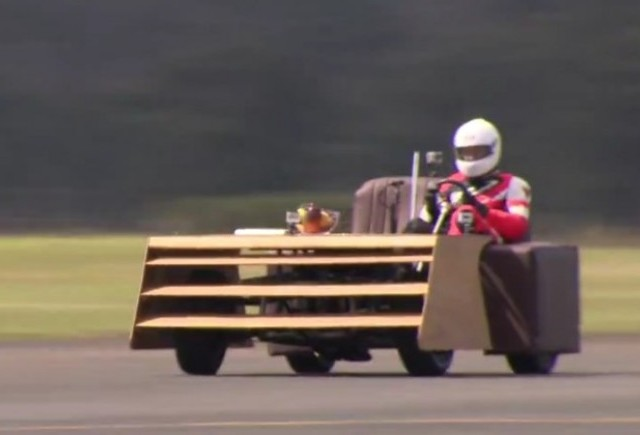 VIDEO: Pe canapea cu 163 km/h