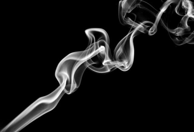 Scapa de mirosul fumului de tigara din masina