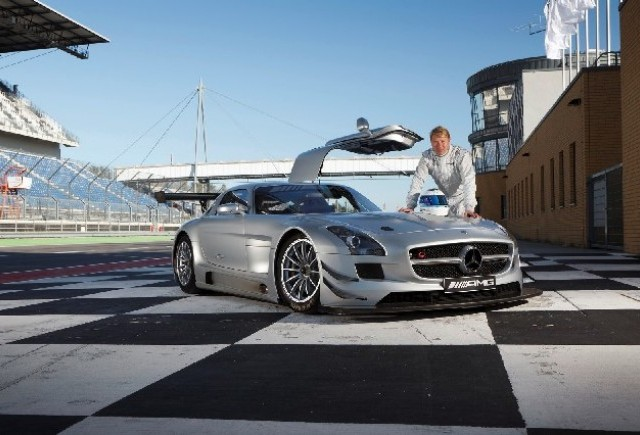 Mika Hakkinen revine la curse