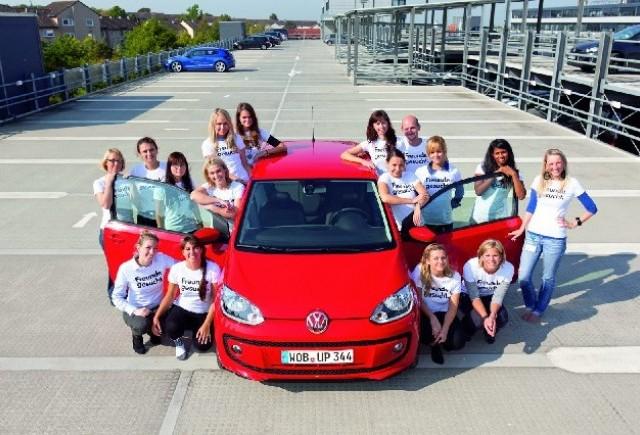 Volkswagen inghesuie 16 oameni intr-un Up!