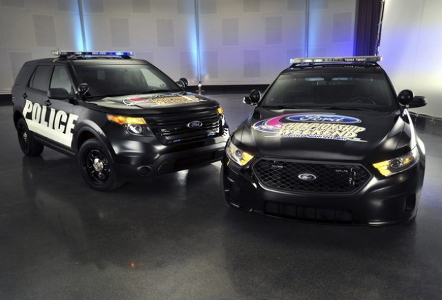 Ford Police Interceptor pe post de pace car