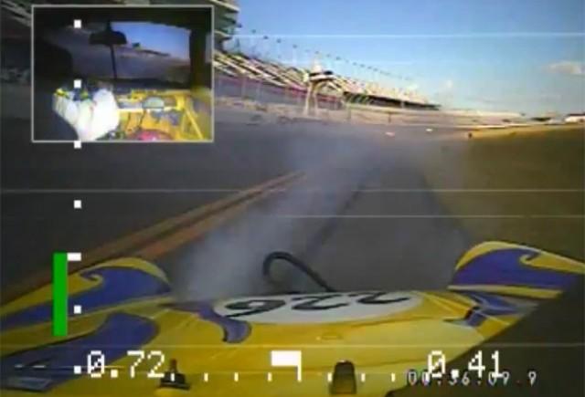 VIDEO: Cum e sa iti zboare un cauciuc la 300 km/h
