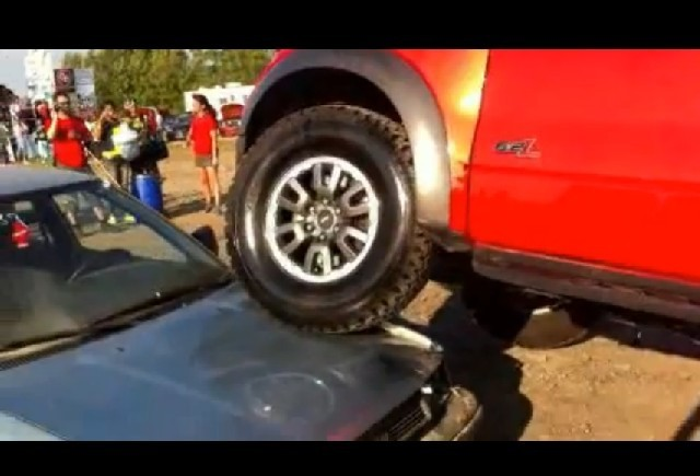 VIDEO: Un Ford distruge o Toyota
