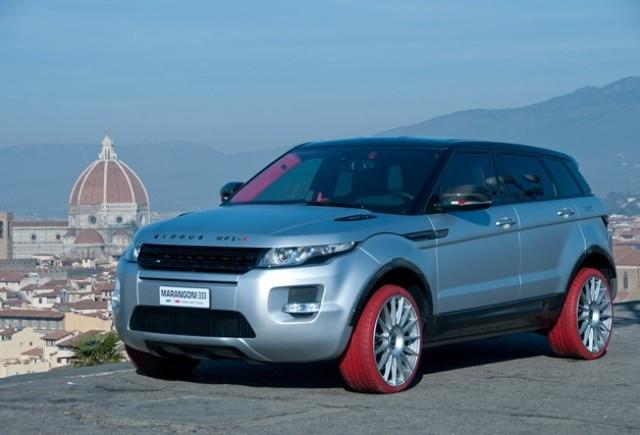 Range Rover Evoque incaltat cu pneuri rosii