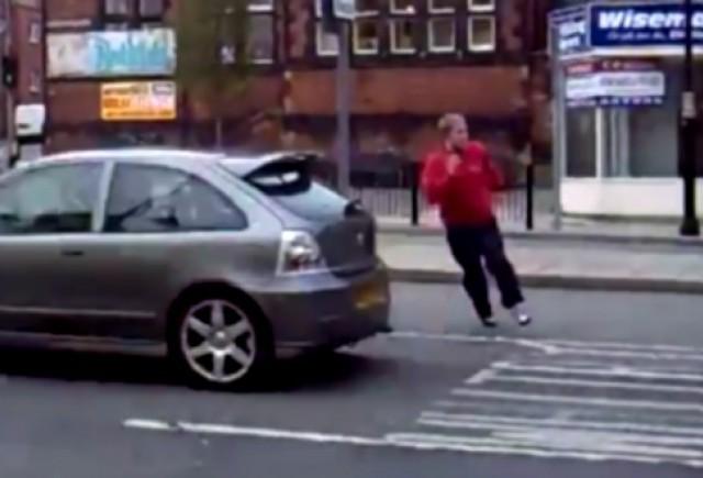 VIDEO: Ce se intampla cand faci slalom printre masini