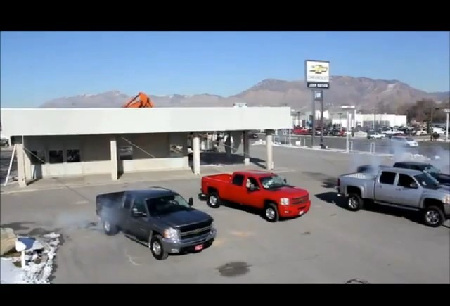 VIDEO: 4 Chevrolet darama o cladire