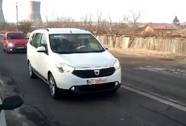 VIDEO: Parada modei cu Dacia Lodgy