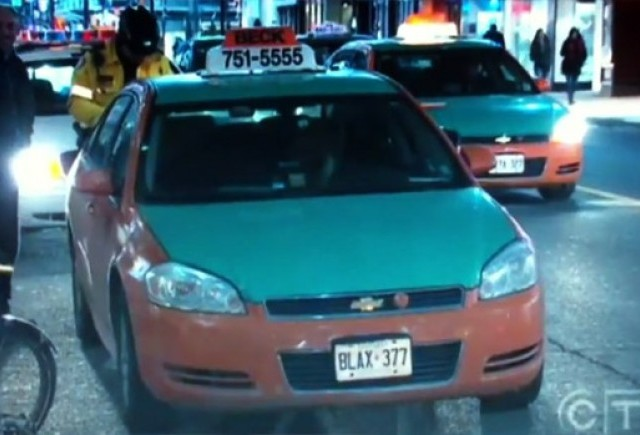 Cursa ilegala intre doua taxiuri