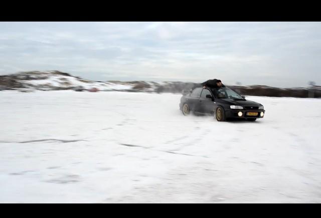VIDEO: Drifturi pe acoperisul masinii
