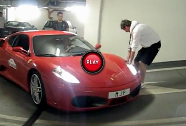 VIDEO: E greu sa iesi dintr-o parcare cu un Ferrari F430