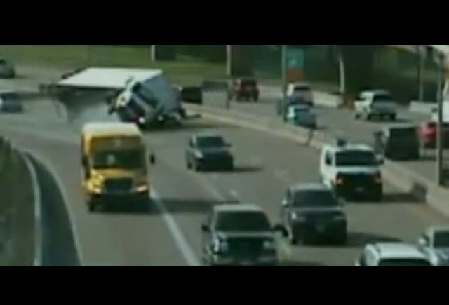 VIDEO: Accident pe autostrada