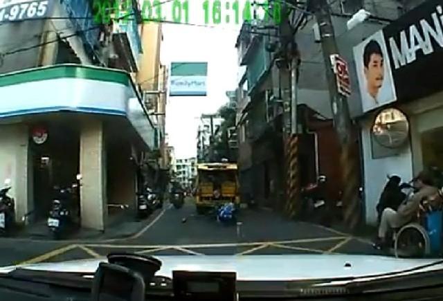 VIDEO: Atentie, cad copii!