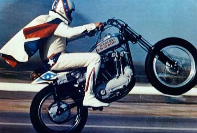 VIDEO: Evel Knievel - Primul salt cu motocicleta din istoria sportului