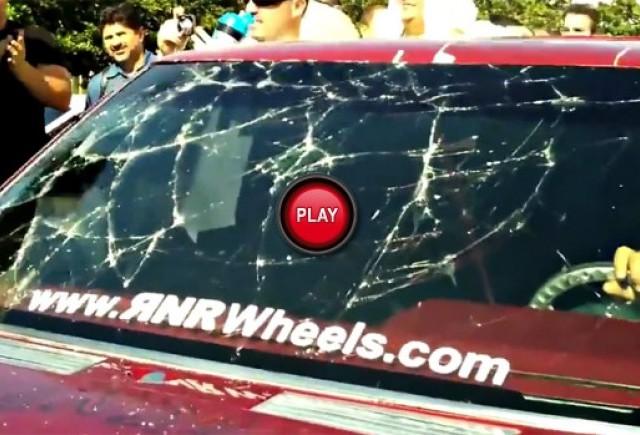 VIDEO: Puterea sunetului sparge parbrizul unui Nissan