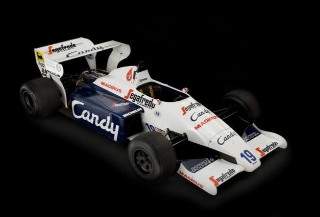 Monopostul cu care Ayrton Senna a debutat in Formula 1 este scos la vanzare